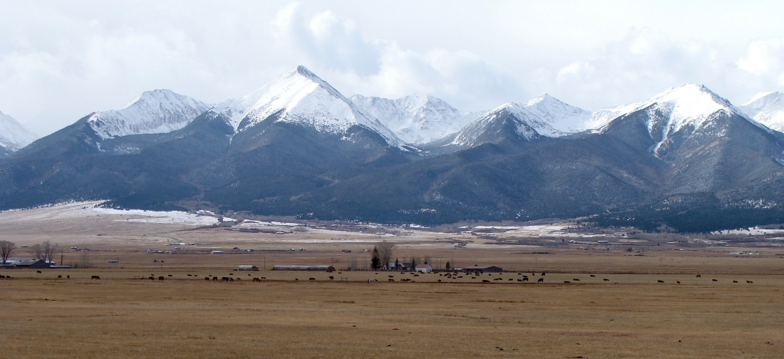 A real blast of winter blew over the Sangre de Cristo Range Wednesday. Bu evenign temperatures has dipped into the 20s, accompanied by an icy wind out of the northwest.